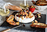 Brie with maple syrup, apples and walnuts