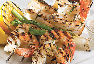 Citrusy shrimp brochettes with chive sauce