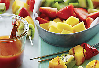 Brochettes de fruits au miel et à la cannelle