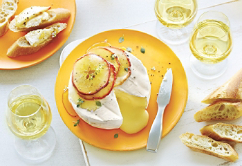 Baked Camembert with Apple and Honey