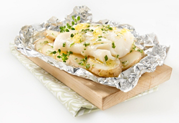 Papillotes with cod, potatoes and lemon herb butter