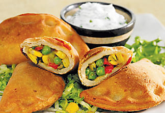 Corn and green pea samosas