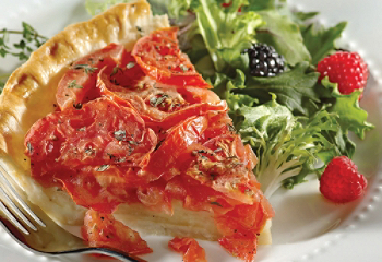 Tomato-cheese pie with thyme