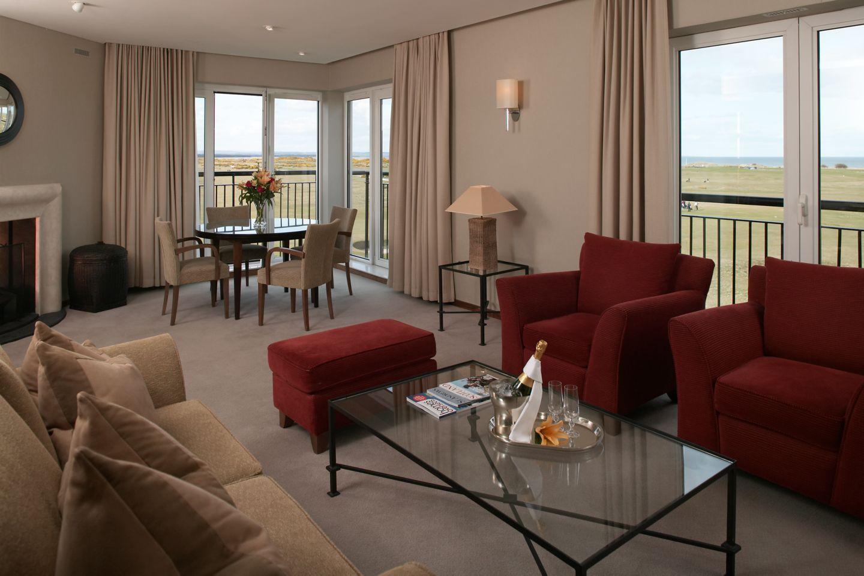 Fairway Suite lounge area
