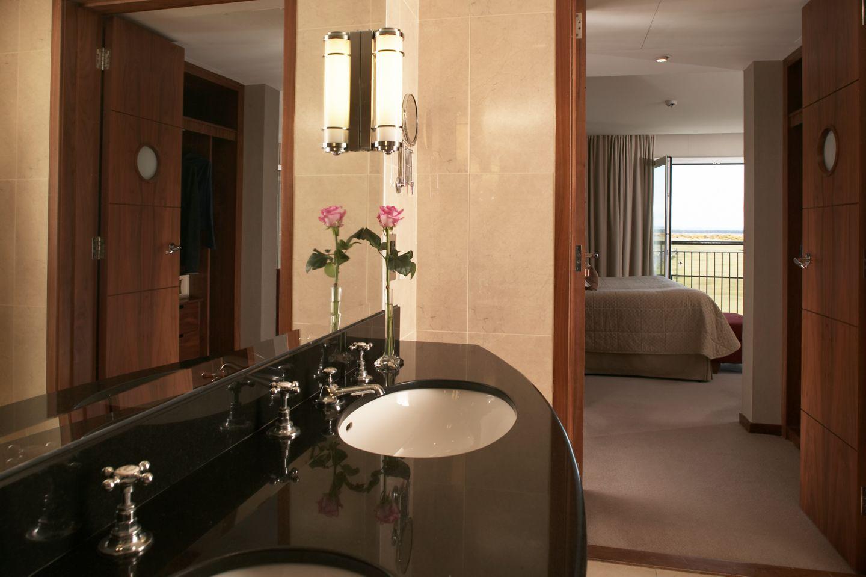 Fairway Suite KOHLER bathroom