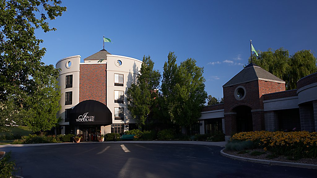 Inn on Woodlake Entrance