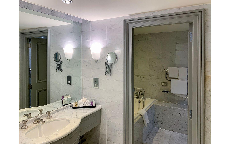 Royal and Ancient Suite KOHLER bathroom