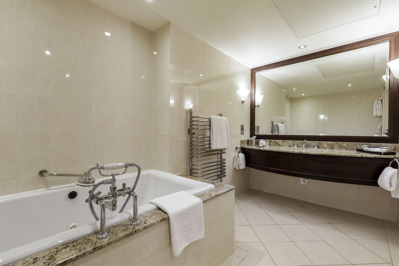 Old Course Suite KOHLER bathroom