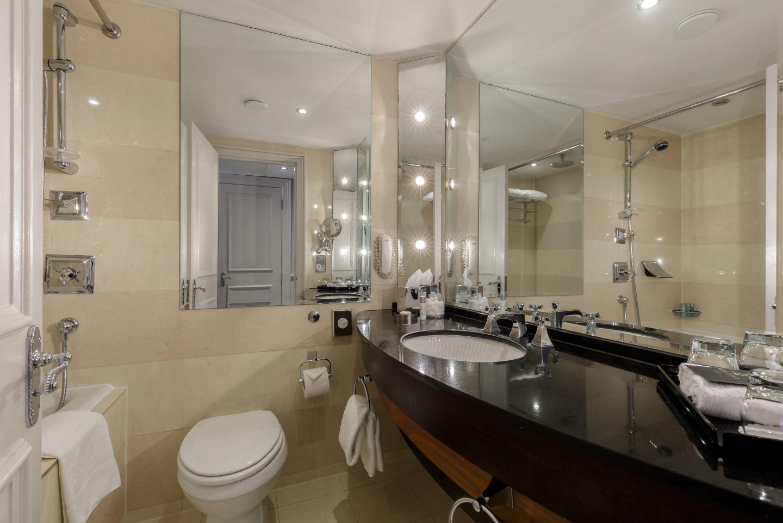 Eden Parkland Room KOHLER bathroom