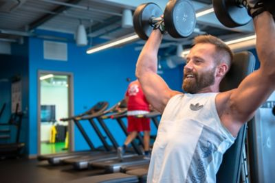 Male lifting weights in Kohler Waters Spa Fitness Centre.