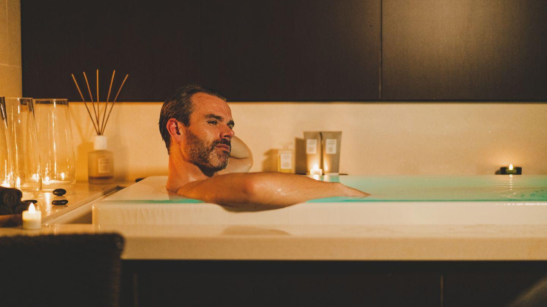 Man relaxing in SOK bath at Kohler Waters Spa, St Andrews