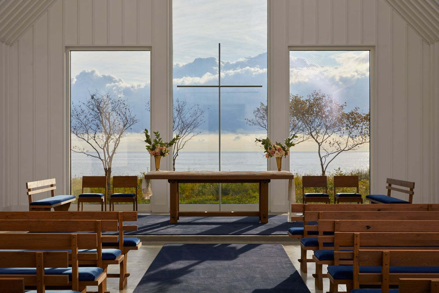 Straits Chapel removable modern cross