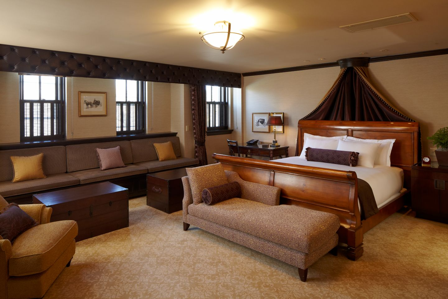 This is the Governor Suite at the Carriage House