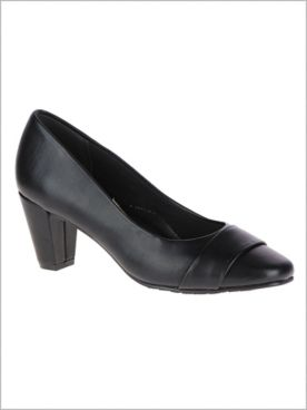 Mabry Pumps by Soft Style®