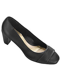 Mabry Cap Toe Pump By Soft Style®
