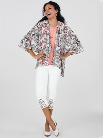 Cascade-Front Kimono and Lace Knit Capris