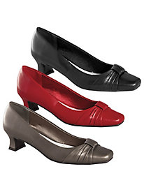 Waive Style Pumps by Easy Street®