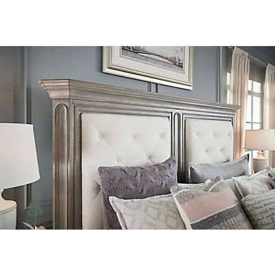 Manor House Mansion Queen Bed