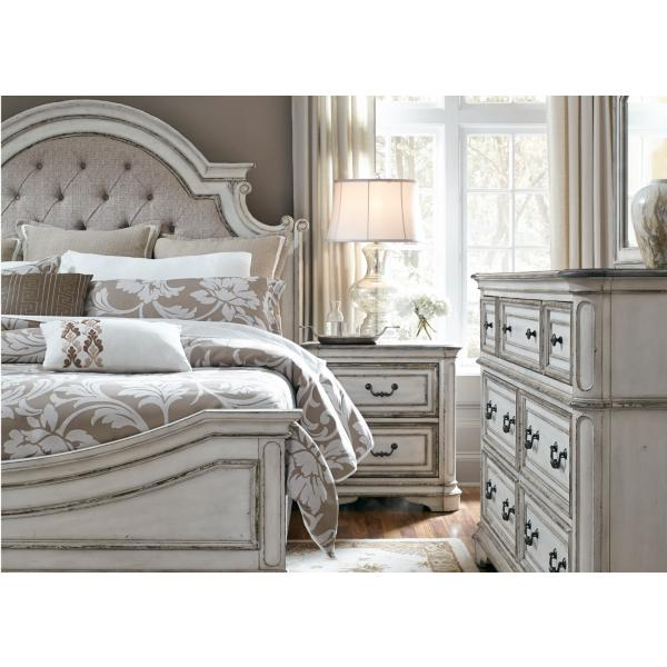 Magnolia Manor Upholstered Bed