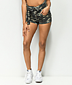 Almost Famous Jada shorts de camuflaje de talle alto