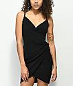 Almost Famous vestido negro con detalle cruzado