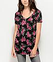Empyre camiseta floral en negro y rosa con el cuello en V