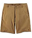 Free World Glassy shorts híbridos en color tabaco