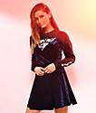 Love, Fire vestido cruzado de terciopelo en azul de joya