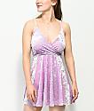 Love, Fire vestido cruzado de terciopelo en color lavanda