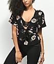 Lunachix Sadie blusa anudada floral negra