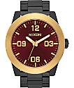 Nixon Corporal SS reloj en negro, dorado y borgoña acabado mate