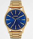 Nixon Sentry SS reloj analógico azul y de oro
