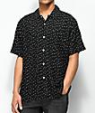 Obey Pumps camisa de manga corta en negro y blanco