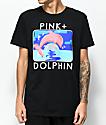 Pink Dolphin Bound Portrait camiseta negra