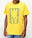 Publish Love Is Blurred camiseta amarilla