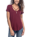 Trillium Regan camisa cruzada en color borgoño