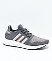 adidas Swift Run zapatos en gris, cobre, y blanco