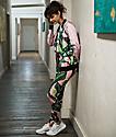 adidas leggings rosas con estampado de hojas