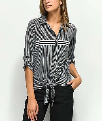 Almost Famous Bree camisa negra de rayas con detalle anudado
