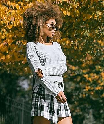 Almost Famous Mari suéter de punto de cable gris