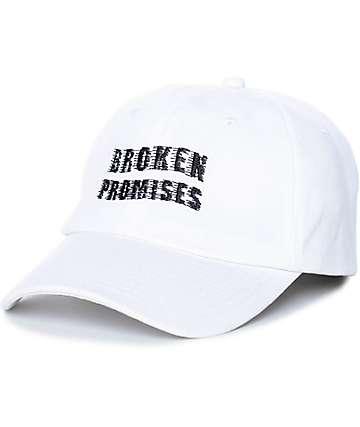 Broken Promises Scrape gorra strapback en blanco