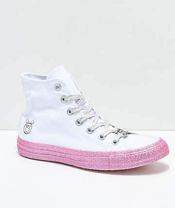 Converse x Miley Cyrus zapatos blancos y rosas brillantes de perfil alto