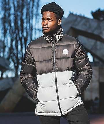 DC Gosforth chaqueta negra aislada