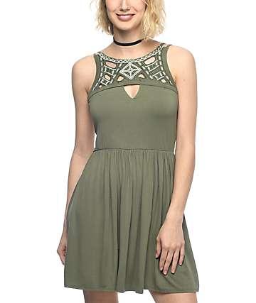 Empyre San vestido bordado en color verde olivo