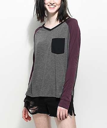 Empyre Topanga camiseta de manga larga con cuello en V en gris y color vino