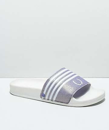 Gigi Laurel sandalias blancas y lavandas