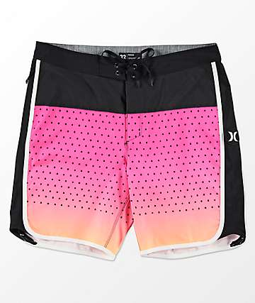 Hurley Phantom Motion Third Reef short de baño en negro y rosa