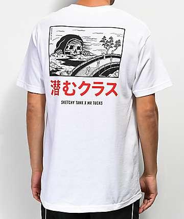 Lurking Class By Sketchy Tank x Mr. Tucks Lurker camiseta blanca