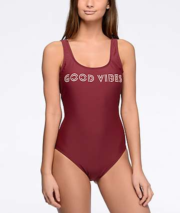 Malibu Good Vibes bañador en color vino