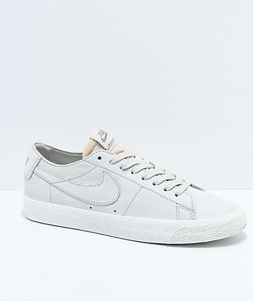 Nike SB Blazer Zoom Low Deconstructed Light Bone & White zapatos de skate en blanquecino
